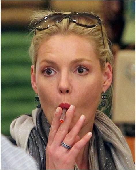 VAPE LÀ GÌ Cheryl Cole vape electric cigar