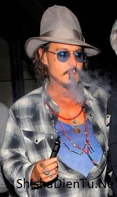 VAPE LÀ GÌ Johnny Depp ( cướp biển caribe ) quyến rũ hơn bao giờ hết với lối sống mới không khói thuốc