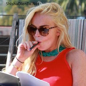 VAPE LÀ GÌ Lindsay Lohan trở lại với tự do và không nghiện ngập nữa