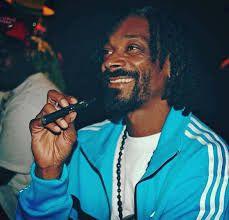 VAPE LÀ GÌ Snoop Dogg diễn viên hollywood gạo cọi